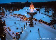 Polarkreislinie und Weihnachtsmanndorf in Rovaniemi in Lappland von oben