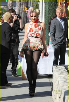 Gwen Stefani. Am I crazy for loving this look? Only on her of course.
