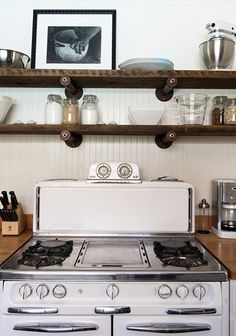 Beadboard and open shelving- Designer Visit: Antonio Martins in Sonoma : Remodelista Kitchen Shelves, Wood Shelves, Kitchen Dining, Food Storage, Home Design Magazines, Antique Stove, Vintage Stoves, Interior And Exterior, Interior Design