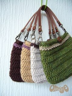 Crochet lace handbag - *Inspiration* this one seems pretty basic; no lining or zipper (though I'd add a lining), the handle is pretty basic and it just has a button closure.