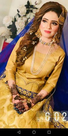 Pakistani Mehndi Dress, Bridal Mehndi Dresses, Pakistani Fashion Party Wear, Nikkah Dress, Mehendi Outfits, Pakistani Wedding Outfits, Pakistani Wedding Dresses, Mehndi Hair, Stylish Dresses For Girls