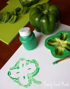 A fun and easy DIY to do with the kids for this St Patties day! Patrick's Day Crafts for Kids - Bell Pepper Shamrocks! March Crafts, St Patrick's Day Crafts, Daycare Crafts, Spring Crafts, Holiday Crafts, Holiday Fun, O Leprechaun, Preschool Crafts, Kids Crafts