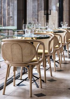 Comfortable Living Room Chairs MidcenturyOfficeChairs is part of Restaurant table design - Chaise Restaurant, Restaurant Furniture, Restaurant Tables, Restaurant Design, Console Design, Table Design, Chair Design, Furniture Design, Design Design