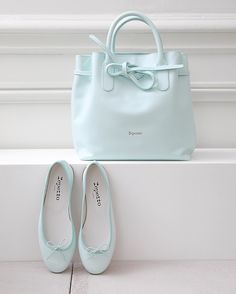 Spring with Repetto will be colored in Adam Blue. Pretty Shoes, Cute Shoes, Repetto Paris, Fashion Bags, Fashion Shoes, Sacs Design, Trendy Purses, Shoe Boots, Shoe Bag