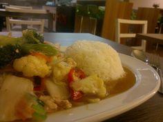 Reis mit Gemüse beim Thailänder.