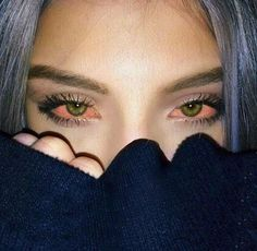 Red eyes means lack of oxygen to the brain did u know thats what m. does n causes that fluctuation of breath when u take a hit Aesthetic Eyes, Bad Girl Aesthetic, Girl Smoking, Smoking Weed, Rauch Fotografie, Crying Girl, Smoke Photography, Weed Girls, Stoner Girl