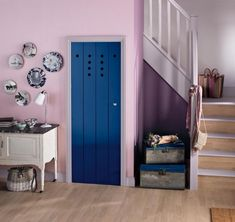 How to paint an interior door - practical tips and over 100 inspiring ideas The big trends in interior design have already been unveiled. On the program: the colorful entrance doors that are true decorative elements. Home Decor Painted Trays, Painted Doors, Purple Walls, White Walls, Nordic Interior, Interior Door, Living Room Modern, Living Spaces, Honeycomb Tile