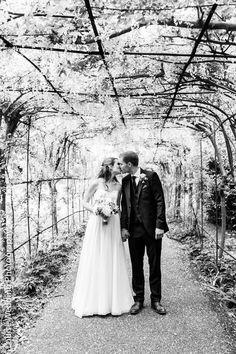 Couple portrait Pembroke Lodge in Richmond park, London Wedding Catering, Wedding Venues, Pembroke Lodge, Katie James, Richmond Park, Lodge Wedding, Beautiful Places In The World, Couple Portraits, Wedding Inspiration