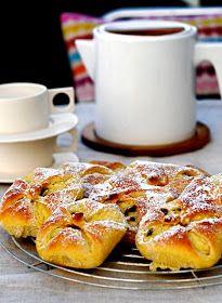 The Hungarian Pantry: Túrós batyu - Sweet ricotta parcels Best Breakfast Recipes, Brunch Recipes, Sweet Recipes, Hungarian Cuisine, European Cuisine, Breakfast Pastries, Sweet Pastries, Croatian Recipes, Hungarian Recipes