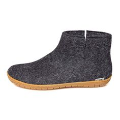 pure and natural wool with a sole of natural rubber and using only colours free of heavy metals and toxic dyes. pure wool and no itch. Now that's natural comfort! Low Boots, Black Boots, Felt Boots, Ladies Gents, Felted Slippers, Travel Shoes, The Ordinary, Oxford Shoes, Dress Shoes