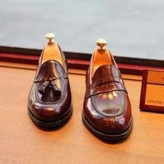 http://chicerman.com  blackshoeblog:  theshoemakerworld:  The heat is growing ever greater. Two options to go stylish and comfortable to work in Summer. @carminashoemaker Loafers in shell cordovan  #Carminashoemaker #loafers #summer #theshoemakerworld #penny #tassel #shell #cordovan #artisan #mallorca #shoemaker #shoes #work #menswear #footwear #spain  Oh yes  !  #menshoes