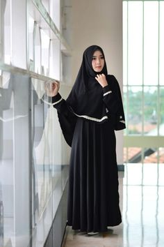 Adzkia Hijab Syari Gamis Justmine Hitam – Dibuat dari bahan Sharon dengan Teksture Tebel, Lembut, Adem, so Gamis Syari Justmine bakal nyaman dipakai, kelebihan lainnya tidak nerawang. Di design dengan Model umbrella dan Busui Friendly.