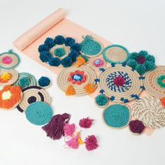 Crafts with rope for decoration boho chic 4 Diy Home Crafts, Yarn Crafts, Arts And Crafts, Bohemian Bedroom Design, Boho Diy, Tapestry Weaving, Crochet, Handmade, Decoration Crafts