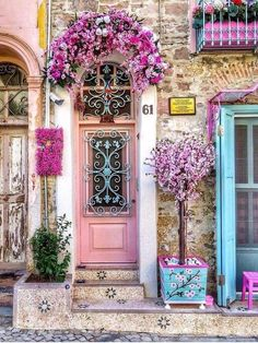 Ohhh, the pink touches ♥️ and I am not normally drawn to pink. - - aesthetic pink 20 Beautiful Front Door Flower Pots (for Cheerful House) Cool Doors, The Doors, Windows And Doors, Beautiful Front Doors, Unique Doors, Beautiful Flowers, Beautiful Places, Wonderful Places, Beautiful Pictures