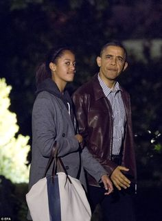 The Obama's Head to Hawaii for Christmas Vacation | Photos- http://getmybuzzup.com/wp-content/uploads/2012/12/Obama-Christmas-Vacation-1.jpg- http://gd.is/2bwDfk