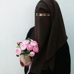 Uhkti in Brown Niqab