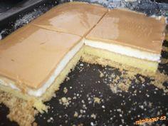 6žloutků utřeme se 6lžícemi cukru , přidáme 2 lžíce oleje , dále mouku smíchanou s práškem a nakonec... Czech Recipes, Polish Recipes, Desert Recipes, Food Pictures, Nutella, Sweet Tooth, Cheesecake, Food And Drink, Cooking Recipes
