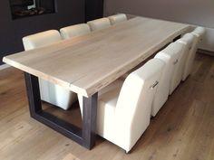 Boomstam tafel op maat stoer eiken en robuust stalen of houten onderstel