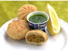 'Kachor'i Recipe - Lilva Kachori Gujarati Farshan - Indian Food Recipe Tips Indian Veg Recipes, Gujarati Recipes, Indian Snacks, Vegetarian Recipes, Snack Recipes, Cooking Recipes, Gujarati Cuisine, Indian Appetizers, Pakistani Recipes