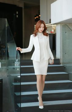 Are you on a budget but still want to look expensive in your formal dresses? Office Outfits Women, Stylish Work Outfits, Classy Outfits, Elegant Outfit, Elegant Dresses, Beautiful Dresses, Formal Dresses, Work Fashion, Fashion Outfits