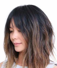 franja suave y un corte de pelo de la pelusa A-line