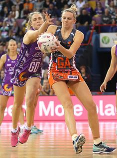 Kimberley Jenner of the Firebirds and Joanne Harten of the Giants compete during the round 11 Super Netball match between the Firebirds and the Giants at Brisbane Entertainment Centre on July 2018 in Brisbane, Australia. - 24 of 53 England Netball Team, But Football, Sport Girl, Sports Women, Amazing Photography, Brisbane Australia, July 15, Workout, Sports