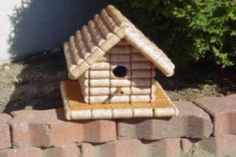 Ten Amazing Bird Houses All Made From Upcycling and Recycling Homemade Bird Houses, Bird Houses Diy, Wine Cork Birdhouse, Wine Cork Crafts, Bird Boxes, Animal Projects, Recycling Bins, Kit Homes, Wine Making