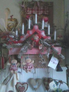 une petite étagère décorée dans la cuisine !!