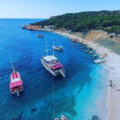 http://bit.ly/2ssa1Ng  Tesis: #1706   Kaş/Antalya, Türkiye  10 Yetişkin Kapasiteli 2 Yatak Odalı 1 Banyo  Kalkan Yat Marinası'ndan hareket eden teknemiz, bir alakart restoran ve özel plaj alanı sunmaktadır.   #yaching #holiday #bluevoyage #bluecruise