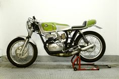 I love old 2 stroke road racers...Café Racer Dreams (CRD) of Spain fixed up this 1979 Ossa Copa 250....what a looker