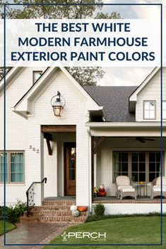 The 8 most popular white exterior paint colors for any modern farmhouse! Up your curb appeal with one of these amazing white paints! Palet Exterior, Farmhouse Exterior Colors, White Exterior Paint, White Exterior Houses, Exterior Color Schemes, Farmhouse Paint Colors, Exterior Paint Colors For House, Paint Colors For Home, Stucco House Colors