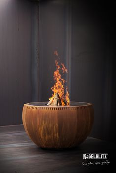 Elegant design, perfect workmanship and innovative grill technology make the Kugelblitz® an . Gourmet Grill, Bbq Grill, Barbacoa, Design Grill, Outdoor Kitchen Grill, Custom Fire Pit, Landscape Elements, Teppanyaki, Fire Pit Designs