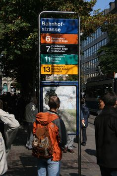 VBZ Bahnhofstrasse stop wayfinding sign Urban Furniture, Street Furniture, Bus Stop Design, Transport Public, Bus Map, Wayfinding Signs, Sign System, Bus Route, Outdoor Signage