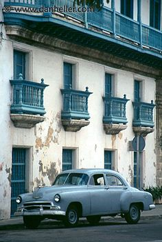 another great building and classic car in Cuba