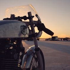 Deus Customs #CafeRacer #Deus #TonUp