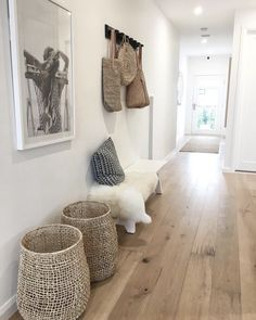 88 mentions J'aime, 4 commentaires - Slow Living et Happy Days ( . 88 mentions J'aime, 4 commentaires - Slow Living et Happy Days ( . Decoration Hall, Entryway Decor, Modern Entryway, Interior Design Living Room, Living Room Decor, Bedroom Decor, Wall Decor, Slow Living, Home Remodeling