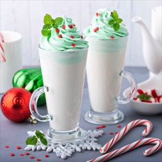 Grinch Hot Chocolate: this Peppermint White Hot Chocolate is extra creamy and the kids will love the Grinch theme! Add some peppermint schnapps for a fun adult twist! Christmas Drinks, Holiday Drinks, Noel Christmas, Christmas Desserts, Christmas Baking, Holiday Recipes, German Christmas, Yummy Drinks, Delicious Desserts