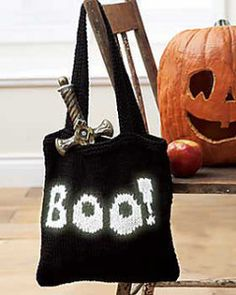 Go trick or treating this Halloween with this awesome Boo Bag from Bernat. Free Pattern