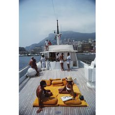 Guests on board Italian Count Hannibal Scotti's yacht, 'Scotland Cay', Monte Carlo harbour, Monaco, August (Photo by Slim Aarons/Hulton Archive/Getty Images) Slim Aarons, Photography Beach, Vintage Photography, Photography Illustration, Digital Photography, Jet Set, Les Kennedy, Monaco, Old Money