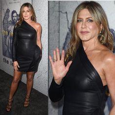 Jennifer Aniston maravilhosa de @brandonmaxwell passando pela sua timeline! A atriz foi prestigiar o marido Justin Theroux na premiere da nova temporada de #TheLeftovers.