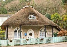 Маленький уютный деревенский домик