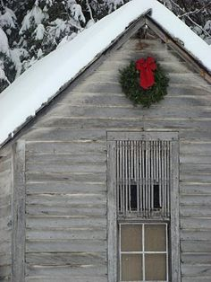 Christmas barn...perfect. <3