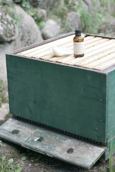 Attracting swarms to get free bees - lemongrass oil. Using a hive as a trap