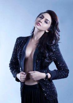 Huma Qureshi - Bollywood Bombshell | bollywood.movieola.in | #bollywoodbombshells #sexbombs #hot #sexy
