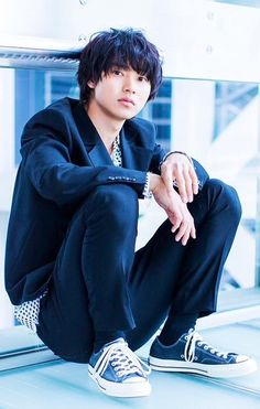 He may be the prince of shojo adaptions but there's so much more to learn about him beyond that soft exterior and pretty face! Introducing one of the most handsome young actors of this generation, Yamazaki Kento. Cute Japanese Boys, Japanese Men, Hot Asian Men, Asian Boys, Kento Yamazaki Death Note, Kento Nakajima, L Dk, Japan Summer, L Death Note