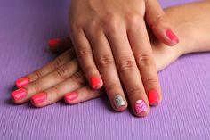 Easy and Cute Nail Art for Short Nails | DIY Nails by Makeup Tutorials at http://makeuptutorials.com/nail-art-25-beautiful-spring-nail-art-ideas