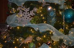 Décos sapin Christmas Tree, Christmas Ornaments, Holiday Decor, Home Decor, Fir Tree, Teal Christmas Tree, Xmas Tree, Christmas Jewelry, Christmas Ornament