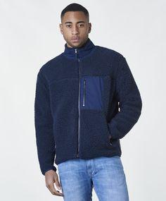 Teddy jacka från Studio Total Blue Marinblå Normal passform 70% Polyester 30% Elastan 40 grader maskintvätt Athletic, Zip, Studio, Jackets, Fashion, Down Jackets, Moda, Athlete, Fashion Styles