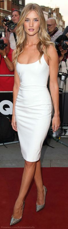Rosie Huntington-Whiteley in a white Versace dress. She always gets it right! www.kpstyleandimage.com