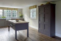 Simple lines and heritage neutrals in this Classic Middleton Shaker kitchen create an ethereal space to cook. : Simple lines and heritage neutrals in this Classic Middleton Shaker kitchen create an ethereal space to cook. Luxury Interior, Luxury Furniture, Interior Styling, Interior Architecture, Interior Design, Bespoke Kitchens, Luxury Kitchens, Kitchen Diner Extension, English Kitchens